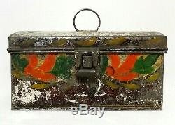 19TH C ANTIQUE AMERICAN HAND PAINTED DECORATED TIN TOLEWARE BOX WithDOME LID/LATCH