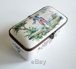 ANTIQUE FRENCH VEUVE PERRIN HAND PAINTED HINGED SNUFF BOX. 18th CENTURY