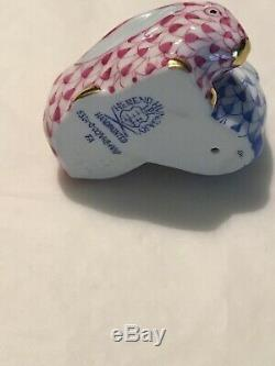 Herend 5324 Bunnies Pair of Rabbits Raspberry Blueberry Fishnet MINT With Box