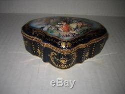 INCREDIBLE 18TH CENTURY HAND PAINTED SEVRES TRINKET BOX SIGNED