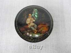 RUSSIAN FEDOSKINO HAND PAINTED LACQUER BOX BOY PLAYING FLUTE w LADY & LIZARD