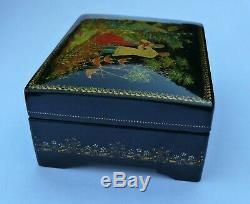 Vintage Palekh Soviet Russian lacquered hand painted box Paleh